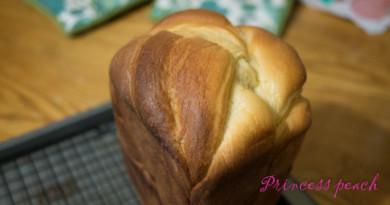 [麵包機食譜] 超柔軟的奶油煉乳花式吐司 (Butter Toast)~!!
